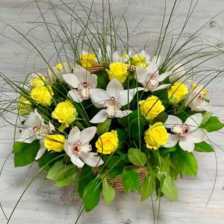 buketi-v-korzine-orhidei-na-yubiley-otkritka-s-dnem-rozhdeniya-buket-tsvetov