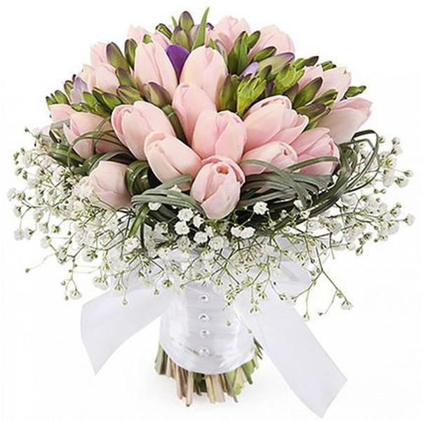 Букет из 51 фрезии и тюльпанов